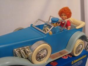 Annie in her  Limousine